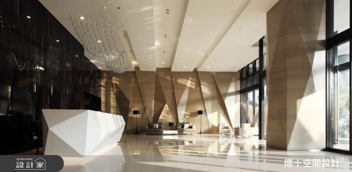 集合住宅大樓的門廳設計 現代簡約、活潑明亮的休閒氛圍