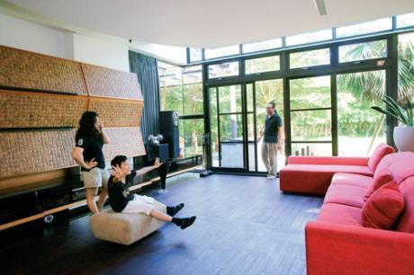 在宜蘭忙著度假 蒐藏一屋子的陽光綠意。李育奇、劉薇君