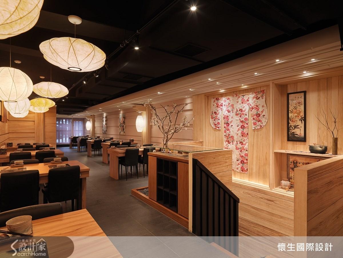以櫻花入景的日式禪風空間,讓用餐也能很迷人