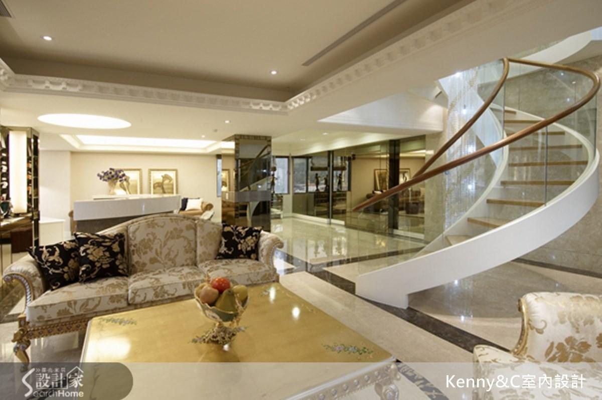 旋轉跳躍的階梯 帶你深入奢華風宮廷場景
