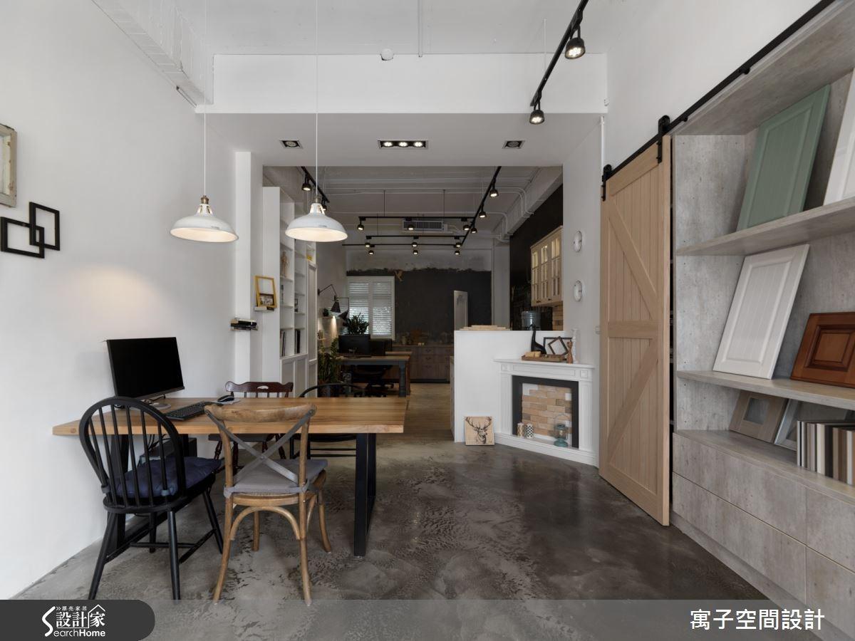 讓人彷彿置身特色咖啡廳的 15 坪工業風辦公室
