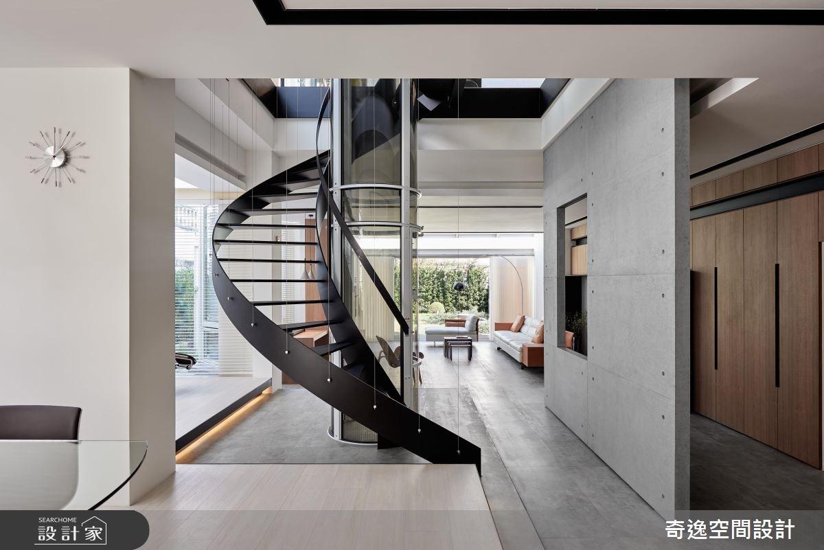 中古透天化身陽光玻璃屋!看旋轉樓梯完破刻板印象