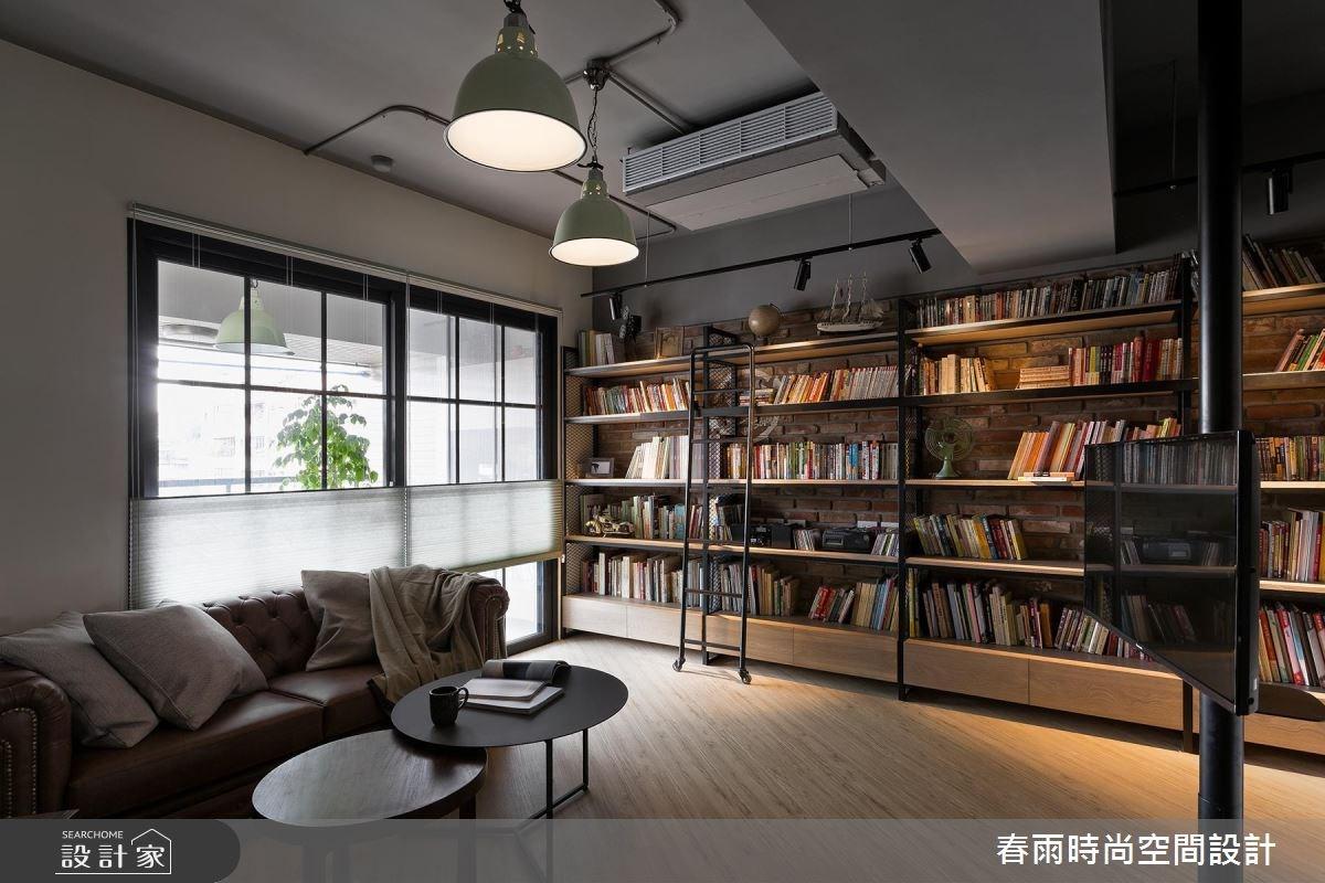 文藝型男的單身宅!你的工業風書櫃、放空陽台、旋轉電視牆