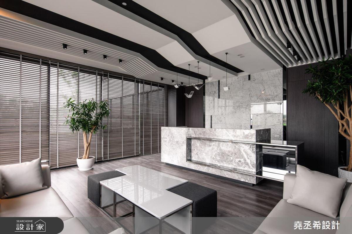 這不是豪宅客廳!用創意線與面,打造現代風新潮辦公室