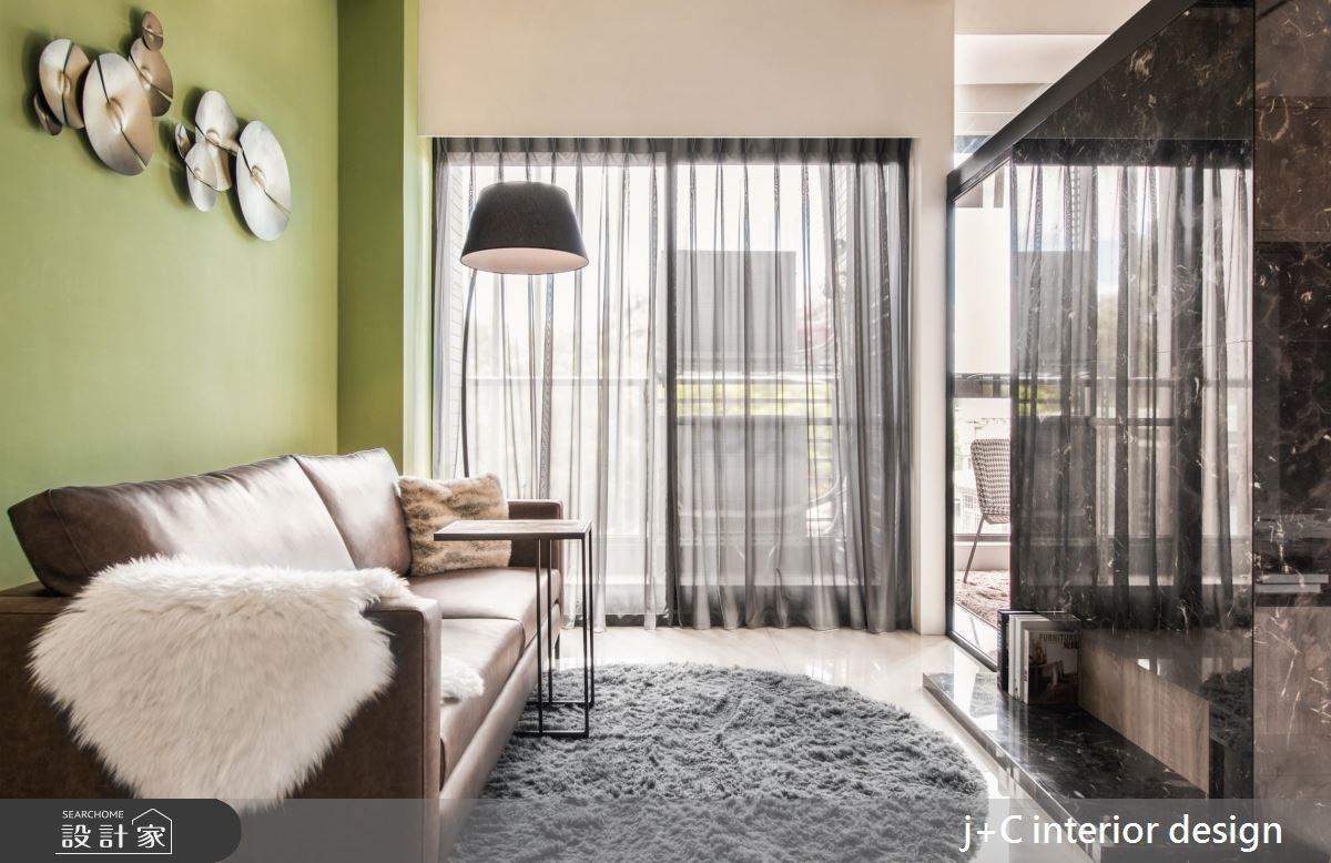 綠與光影的疊加!泛著抹茶清香的 20 坪單身宅