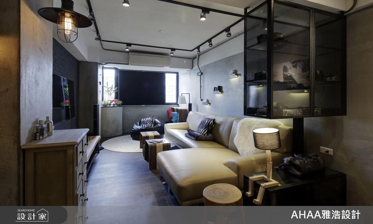 注重整潔的型男住宅!隱身黑鏡牆面的輕工業表情