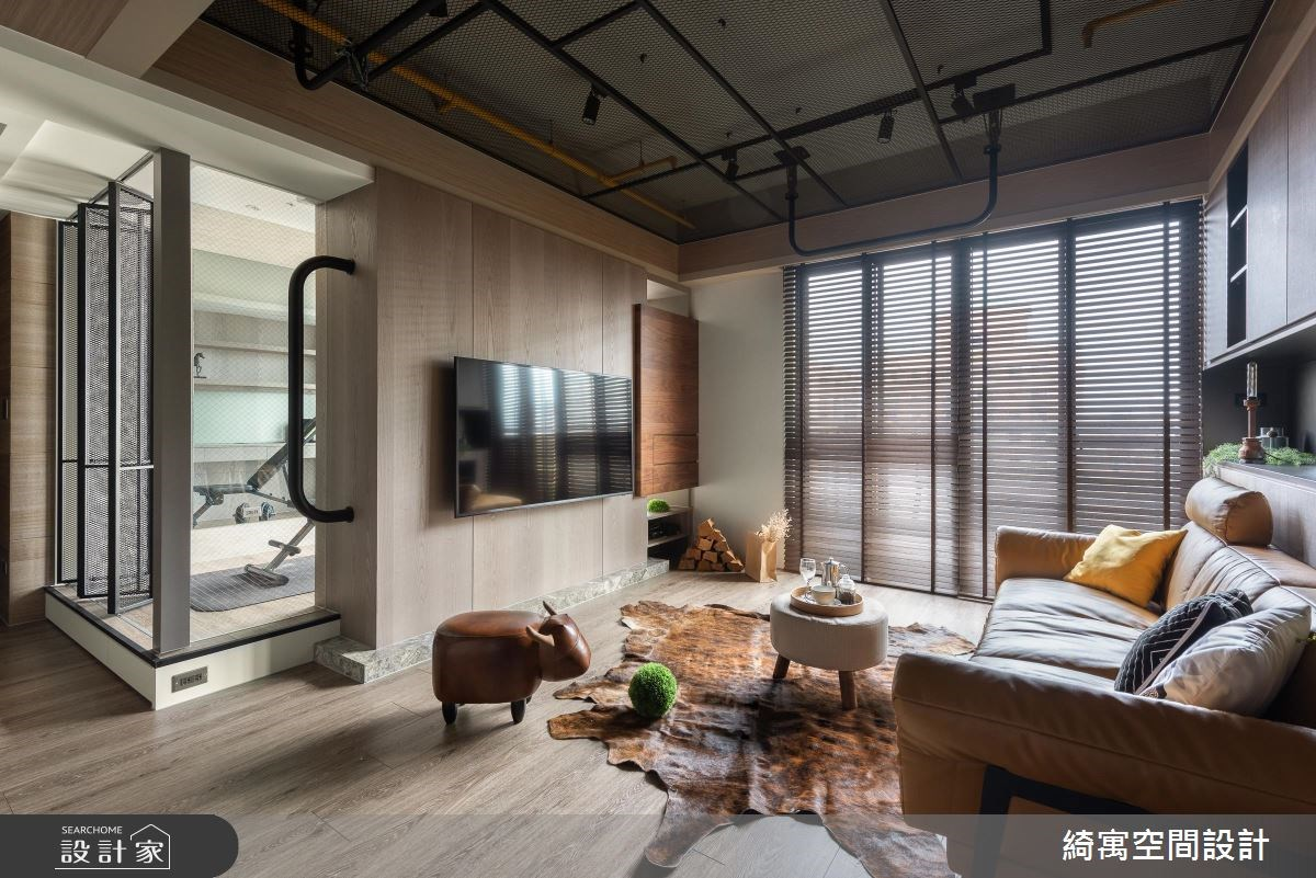 工業風單身宅的潮設計!設計師幫你把客廳變成健身房