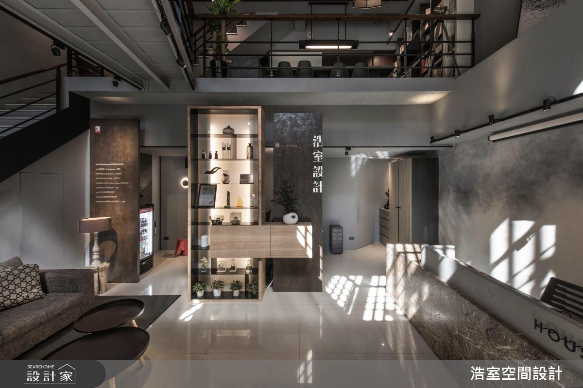 設計師的工業風辦公室!光影恣意流轉的溫暖灰階