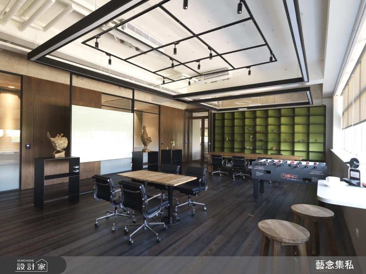 從屋主喜好出發,有機型態修飾銳角、實現自然感辦公空間