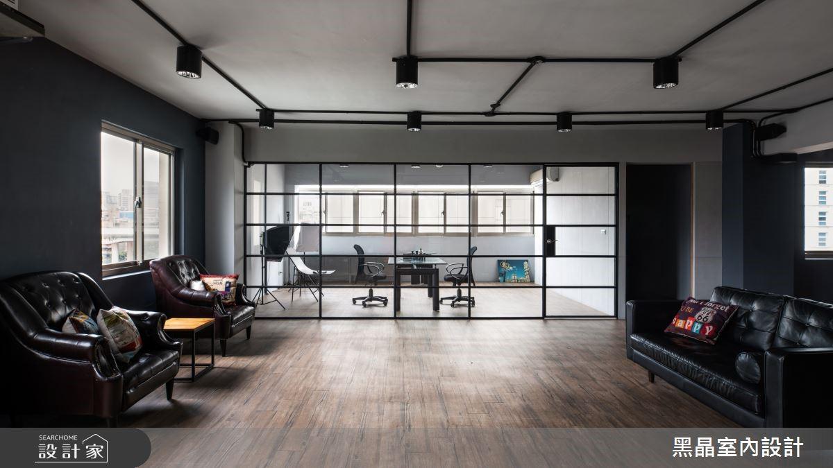 有如咖啡館般的輕工業風格,打造靈感爆棚的工作空間
