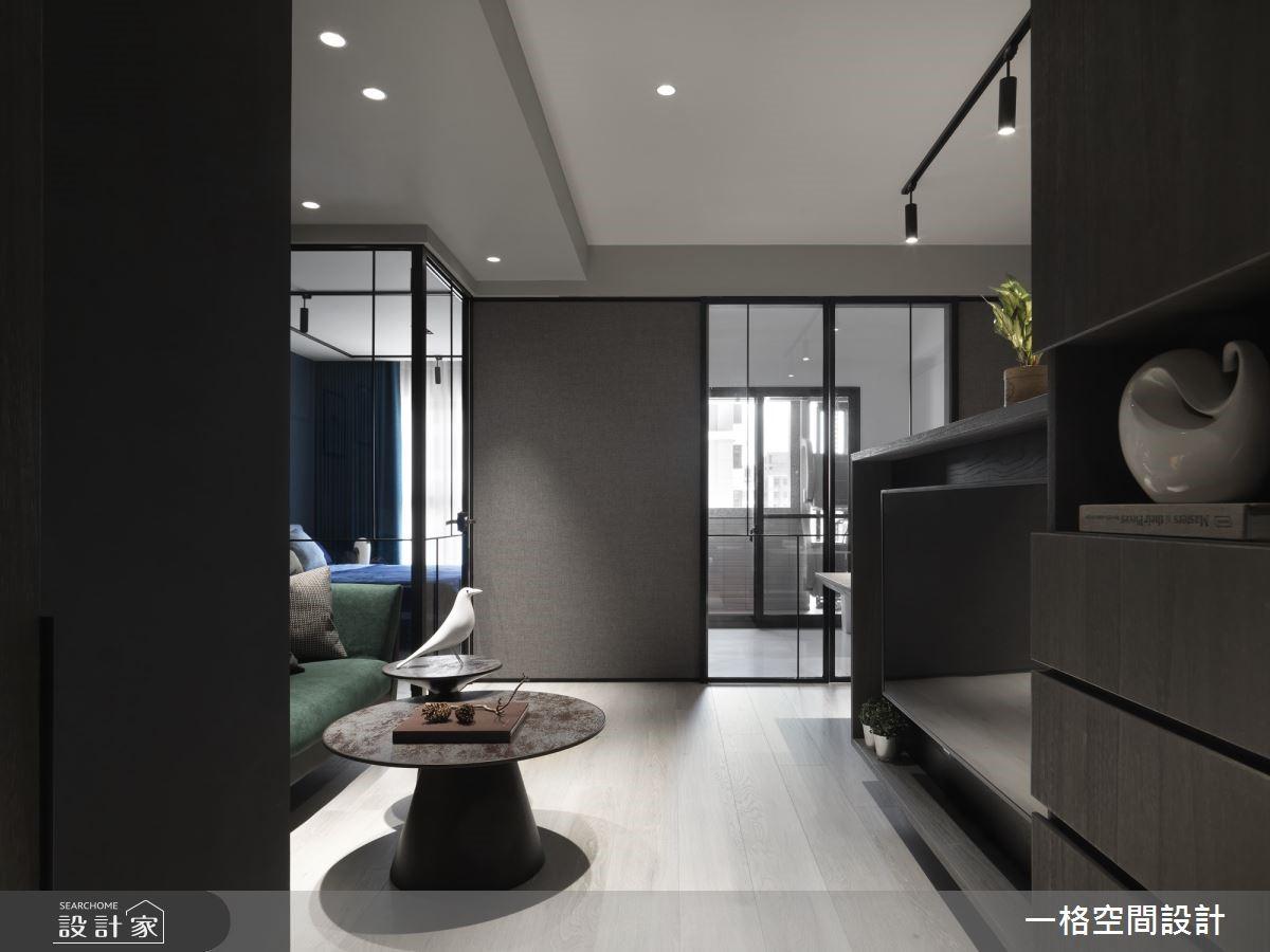 完美破解採光不佳!用鐵件玻璃門打造 15 坪透明系公寓