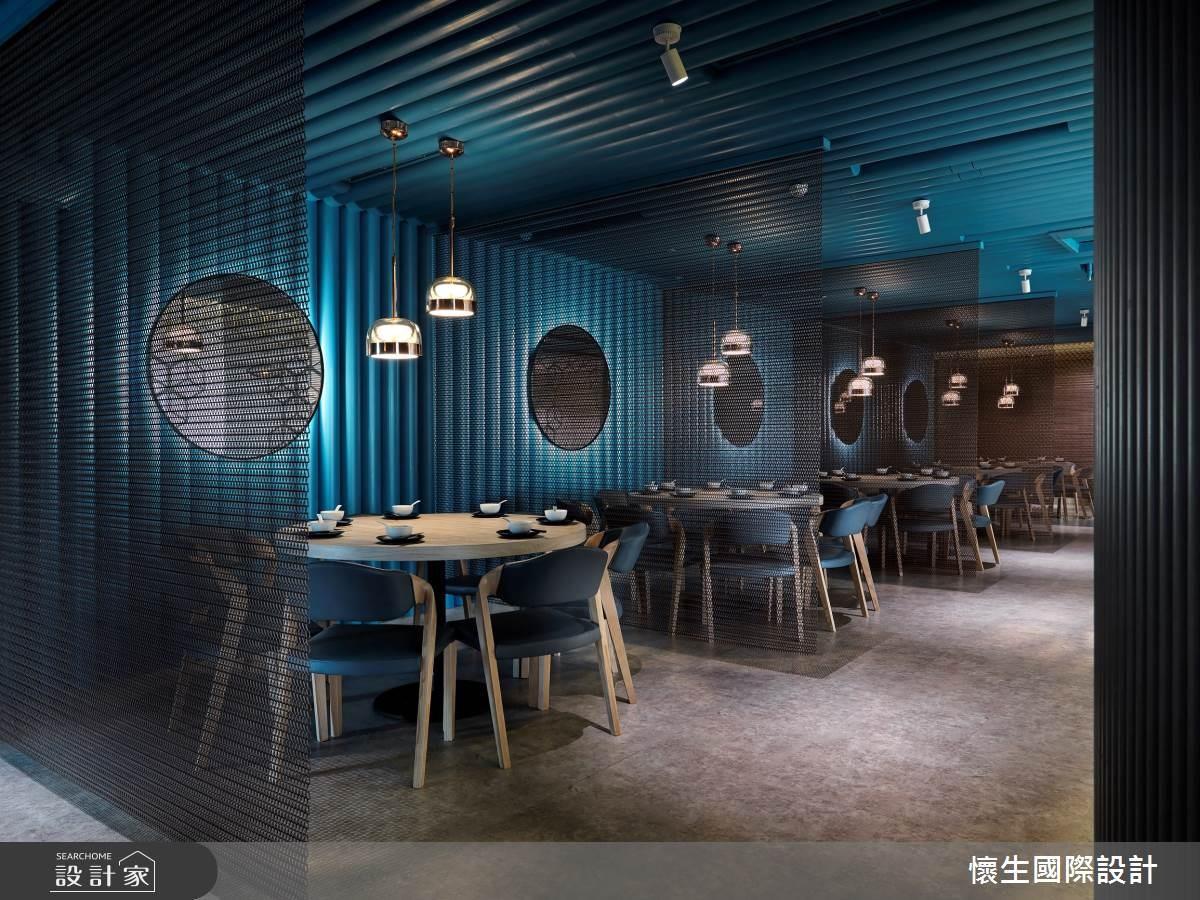 靛青湛藍魔幻光感,品味烤鴨餐廳的食尚空間體驗
