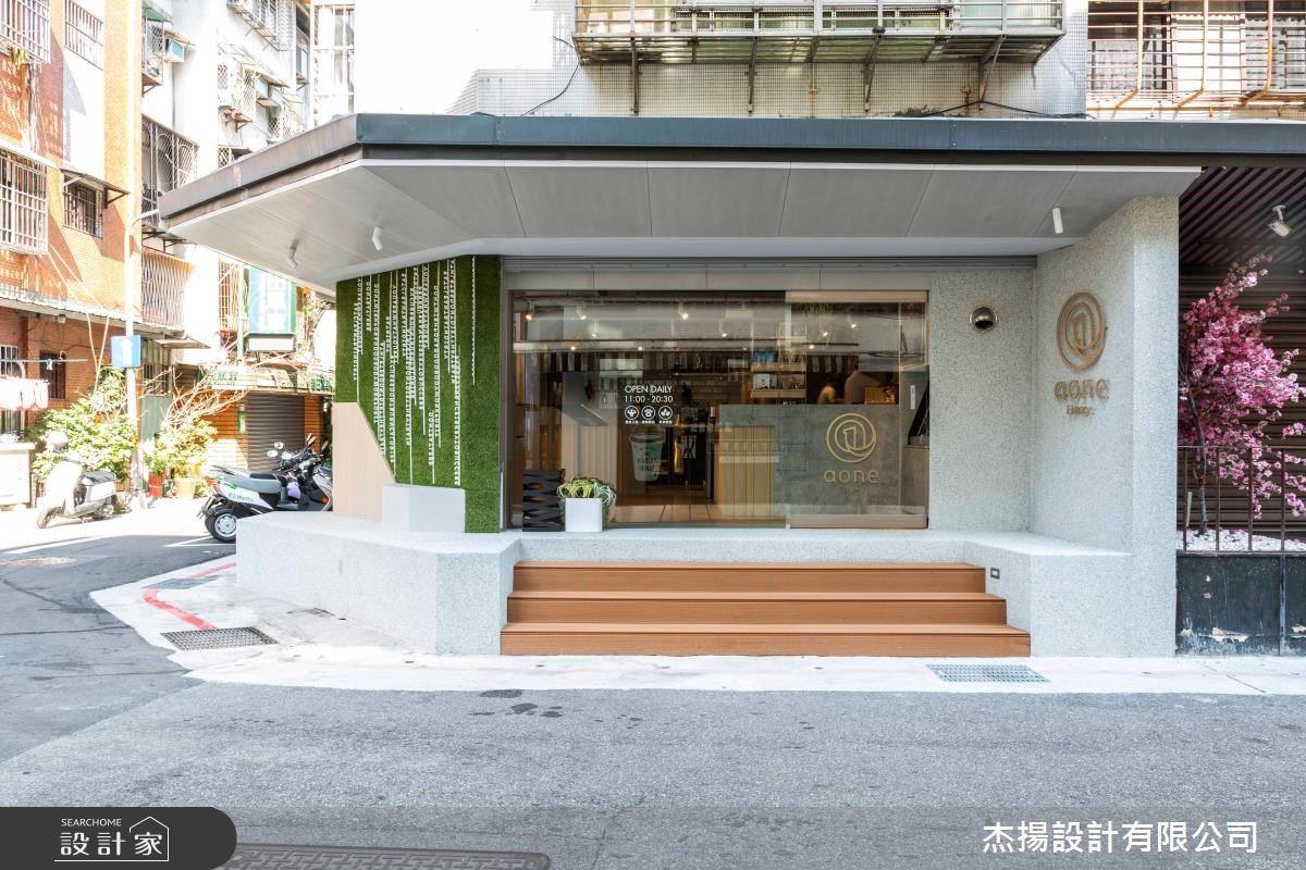 綠意植栽牆、自然木質調,想像得出來的美味健康!舒適愜意的健身便當餐廳空間