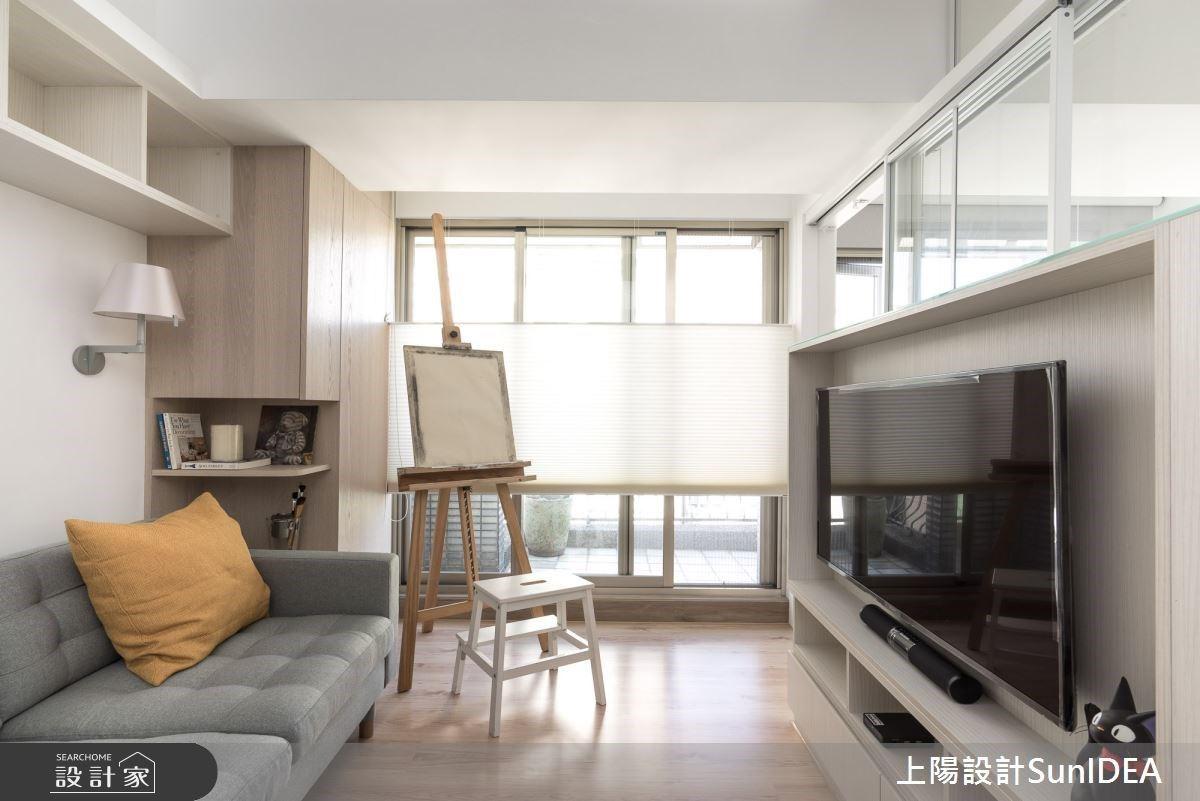 玻璃電視牆+收納式餐桌! 12坪小家變出大空間