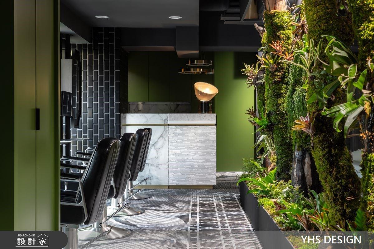 森林系髮廊設計!植栽包覆鐵件,打造都市叢林感的美髮空間