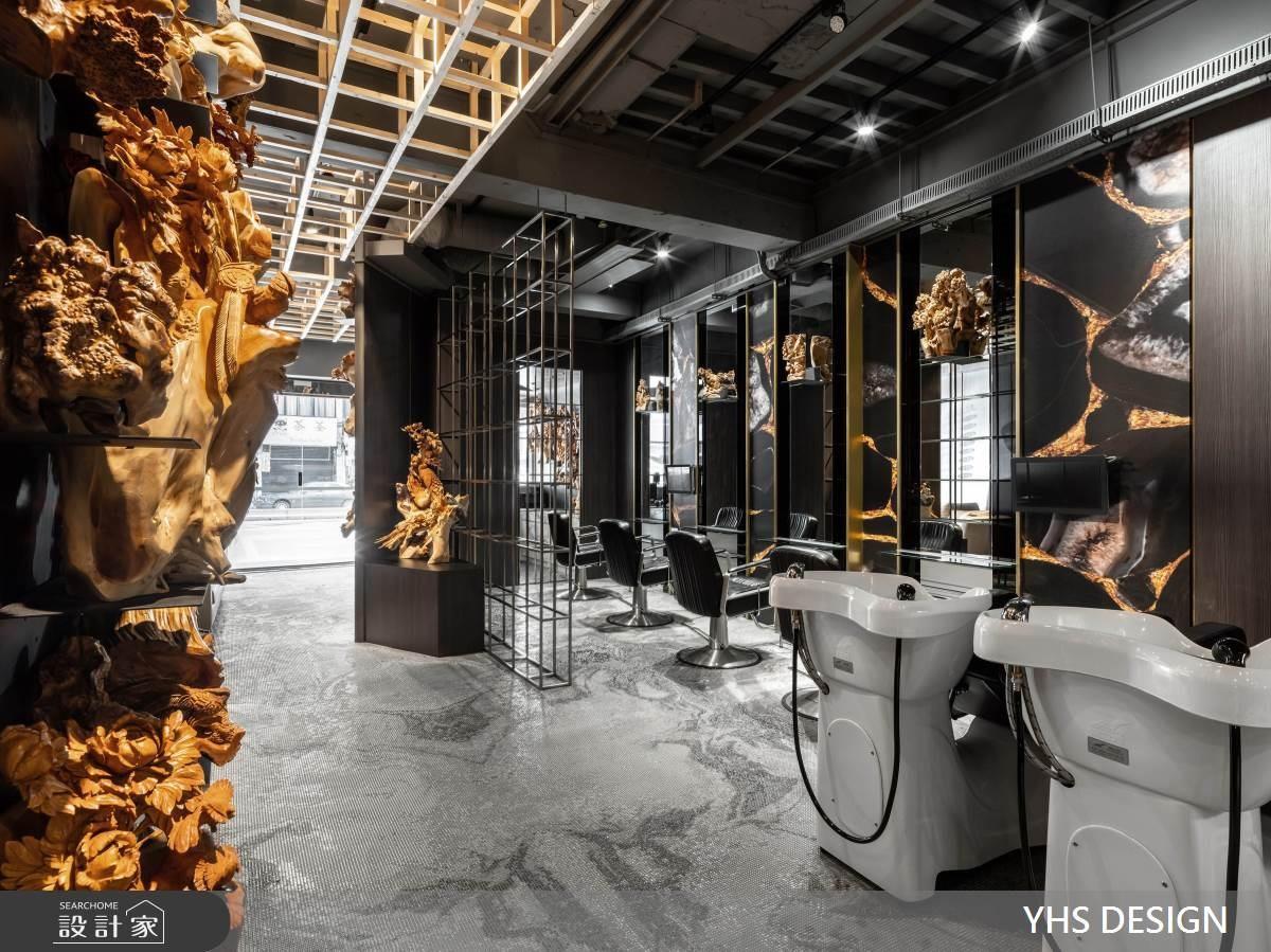 在藝廊空間裡剪頭髮!實木、鐵件與木雕藝術混搭出時尚髮廊的藝術氣息