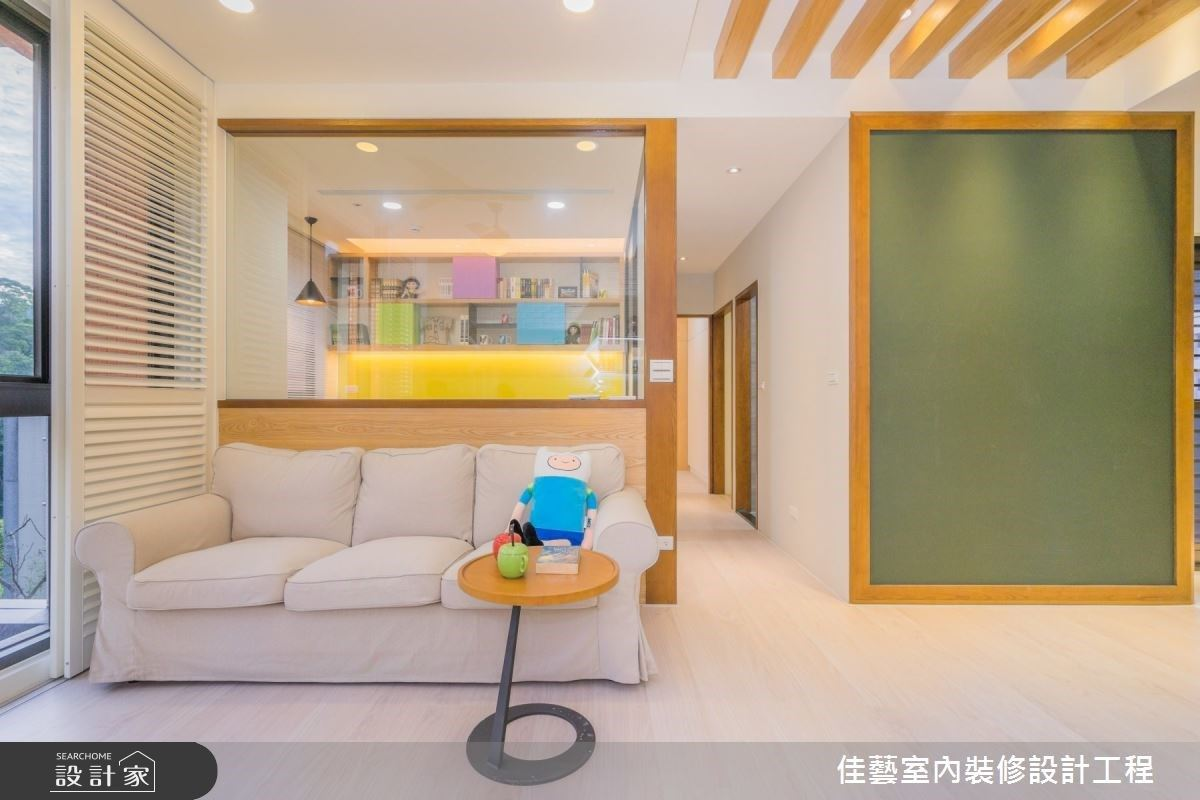趣味黑板牆與玻璃書房!高彩度繽紛色打造 22 坪溫馨童趣住宅
