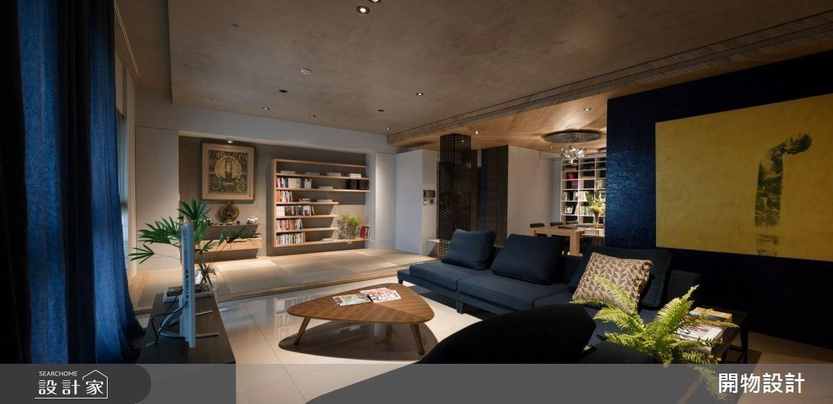 光影嬉戲、書香環繞,40 坪宅展現完美書櫃收納設計!蔚藍居家用藝術釀造後現代底蘊