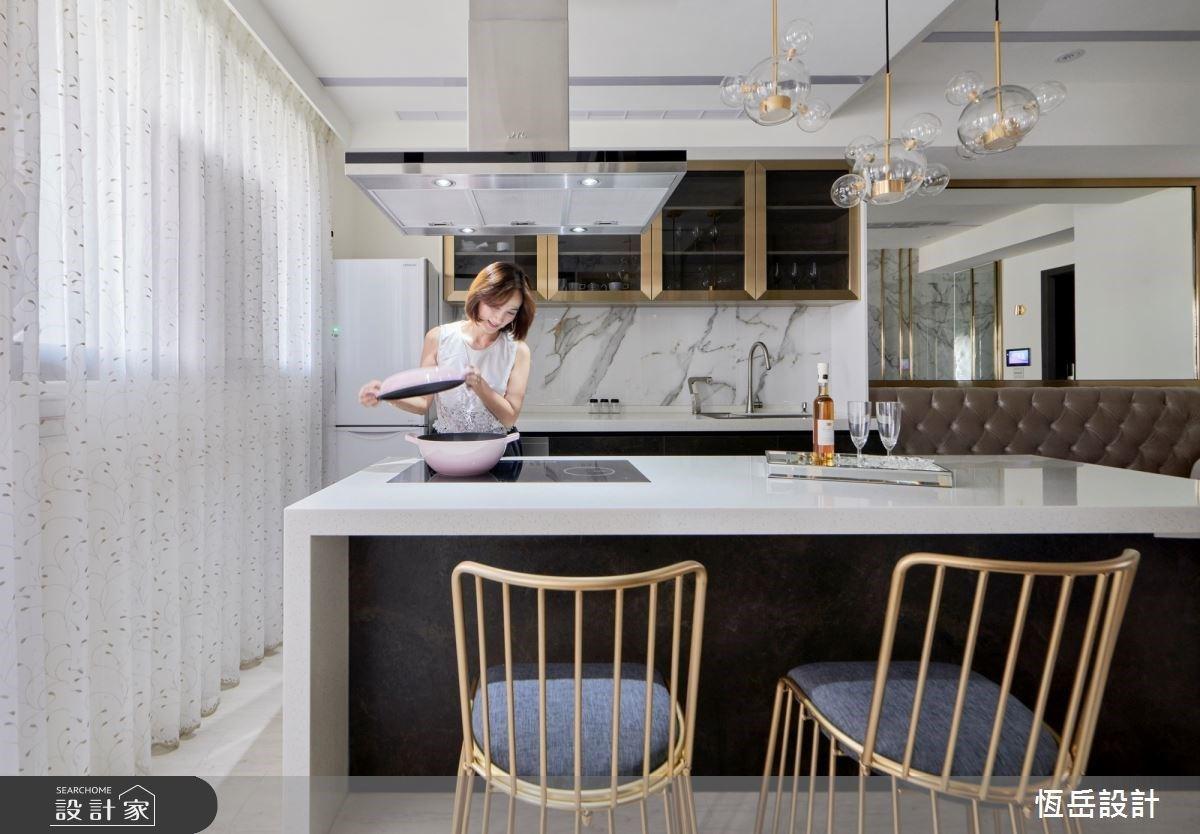 「股市女王 Fion」的頂級豪宅!璀璨金 + 大理石瑰麗組合,綻放事業女強人的耀眼光芒
