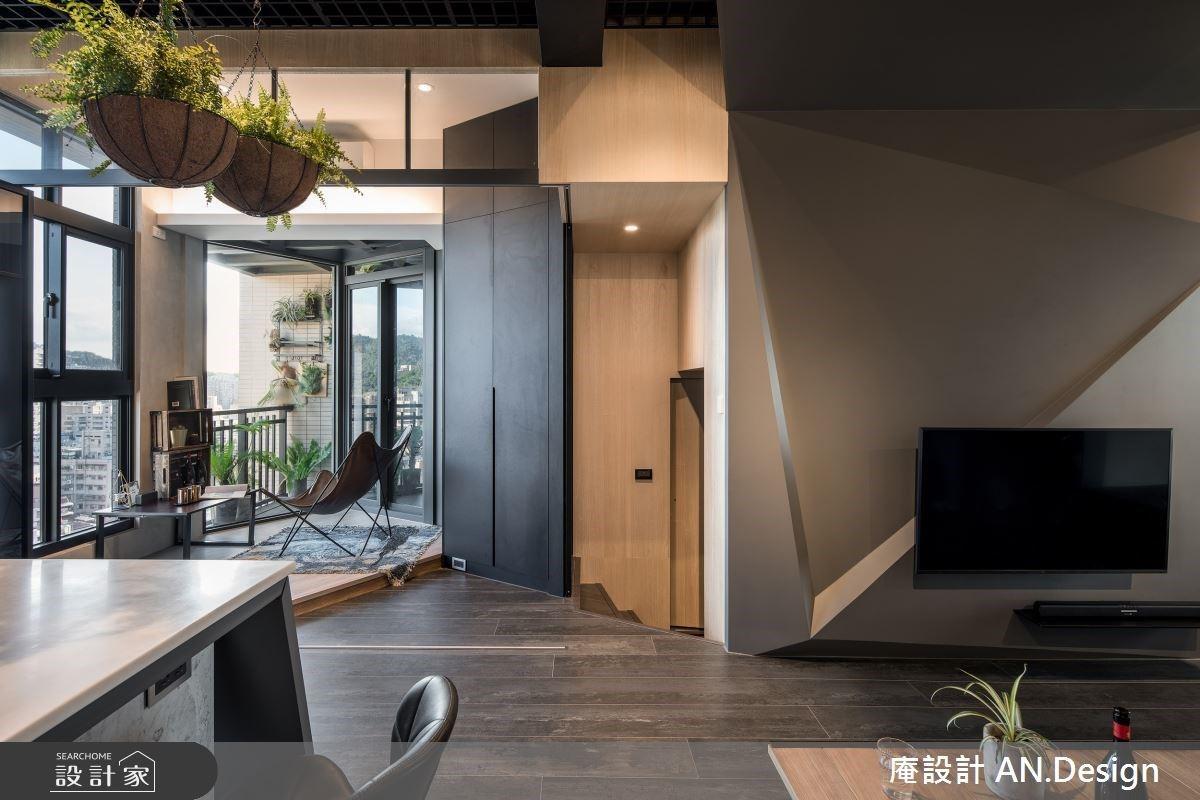 工業風中的一抹綠意!中島吧台、室內露台照亮 24 坪雅痞宅