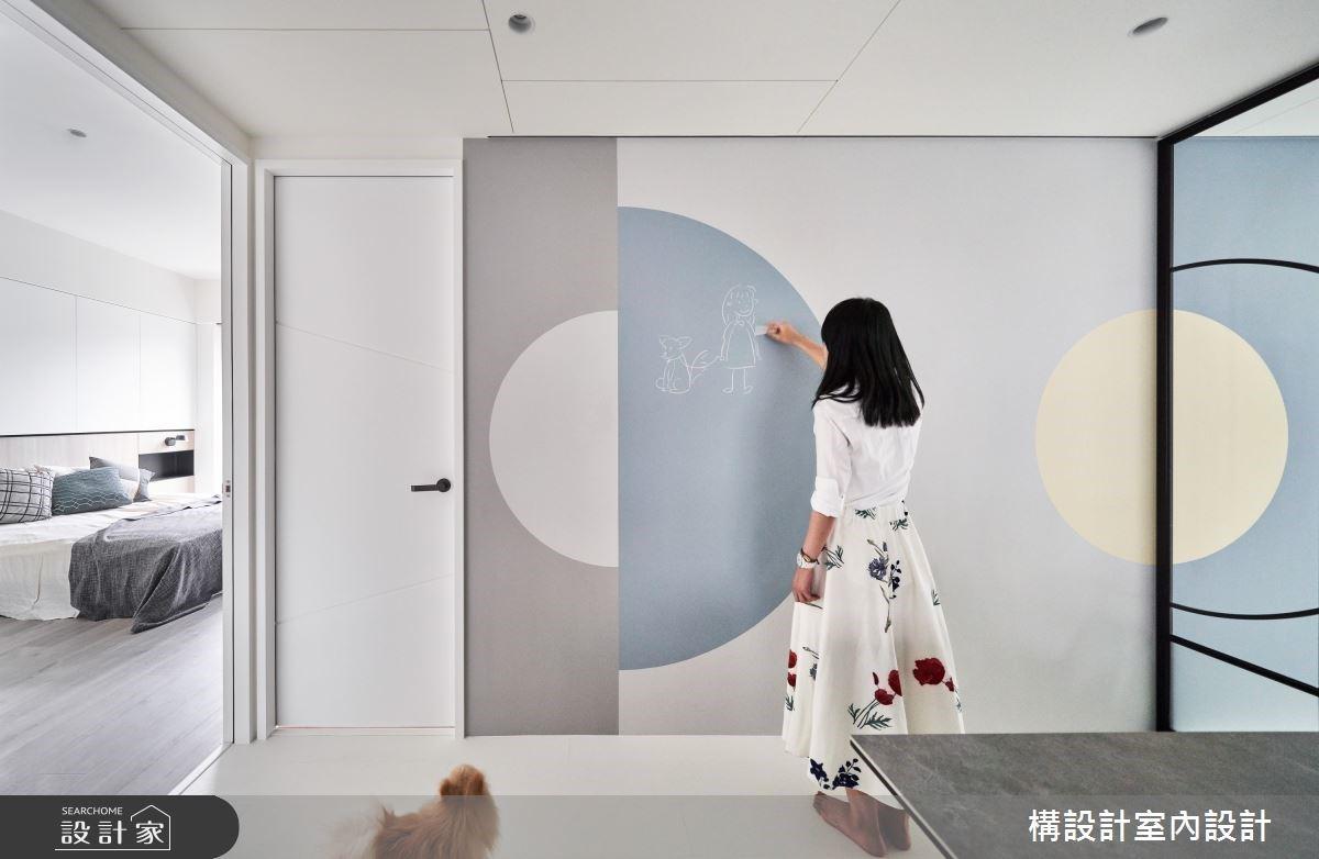 圈出親子宅的文青質感!暗藏「黑板牆+隱藏收納」,打造充滿歡笑聲的清新北歐宅