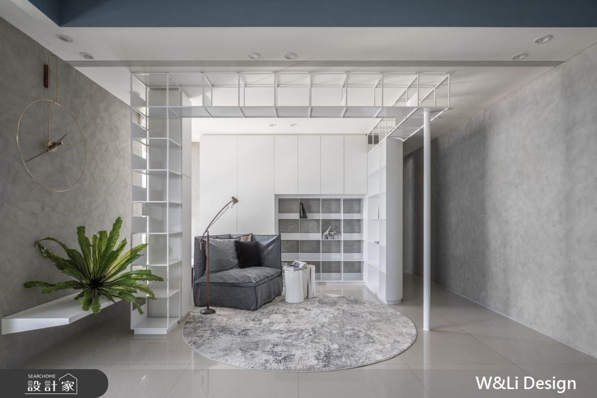 白色鐵件爬上天花板!收納機能混搭隔間創意打造有個性的實用宅邸