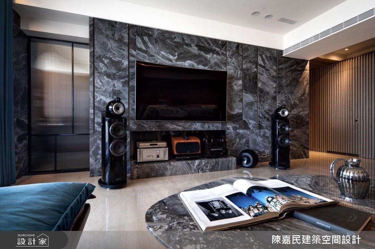 走入男醫師的大器豪宅!以磅礴石材與藍絲絨聯手,打造攝影與音樂交織的非凡品味