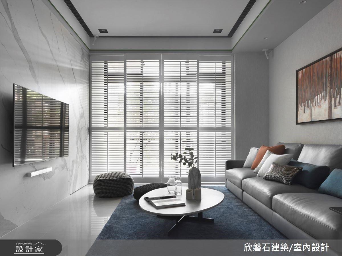 玄關收納牆形塑陽光走廊!收斂室內彩度,讓庭園綠意點亮現代風格宅
