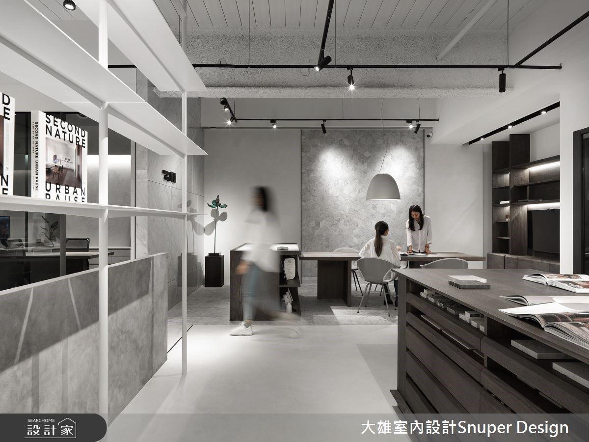 時尚裸設計無限延伸 玻璃、層板展示收納創造簡約現代工作室