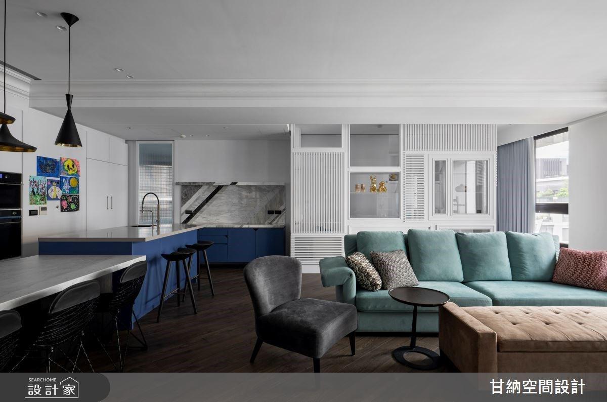 混搭材質靈感、藍色中島吧檯與湖水綠沙發,特調獨特美式風親子宅