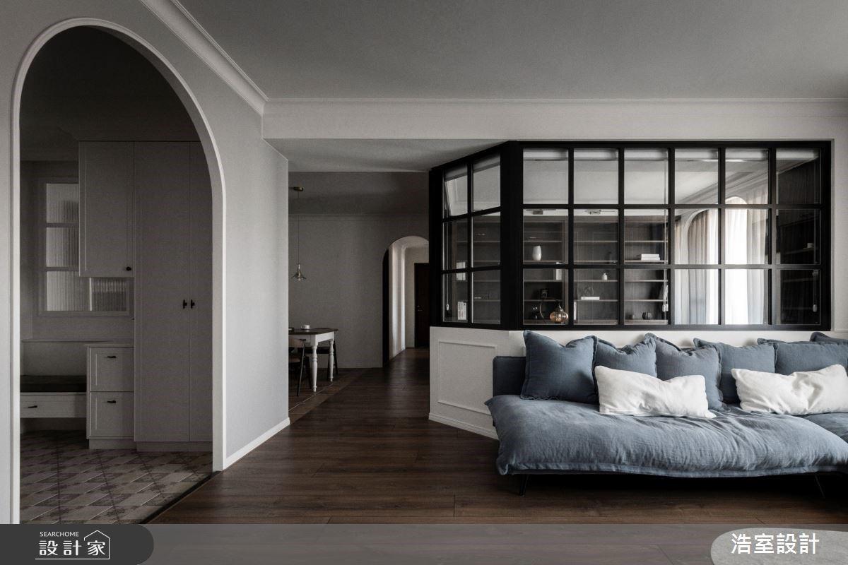 有長輩的生活也可以很時髦!美式風開放餐廚、拱窗玻璃書房創造跨世代好感情
