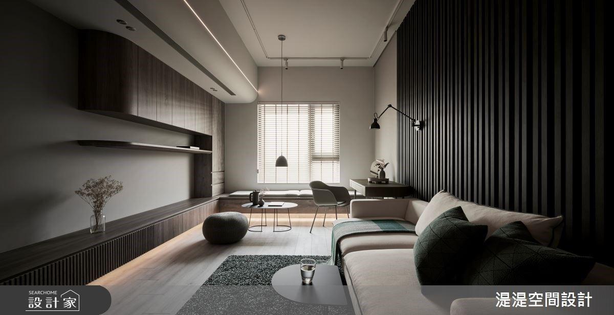 向狹窄陰暗的客廳告別!20 坪單身宅勇敢減一房,換來海量收納與一生舒適