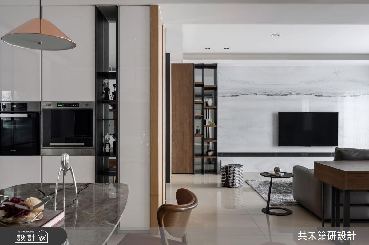 在整齊劃一的收納設計之下,日光下的木質現代宅敘寫家人間的光陰故事