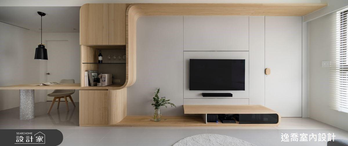 旋轉電視牆設計,客廳臥室都能舒適追劇!20 坪木系北歐宅一個人生活也精彩