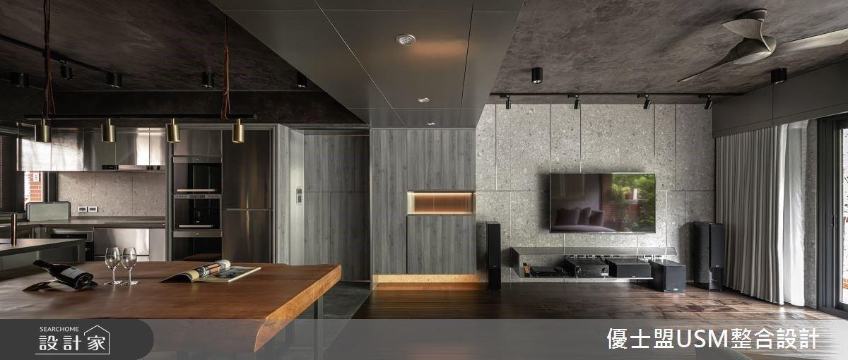 老屋化身現代工業風宅,實木的溫煦質感帶你入坐微醺酒吧