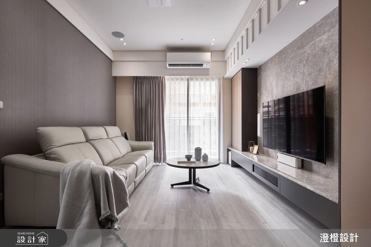 一起窩在客廳追劇是夫妻的小情趣!大地色包覆現代風住宅,客製化專屬兩人的生活基地
