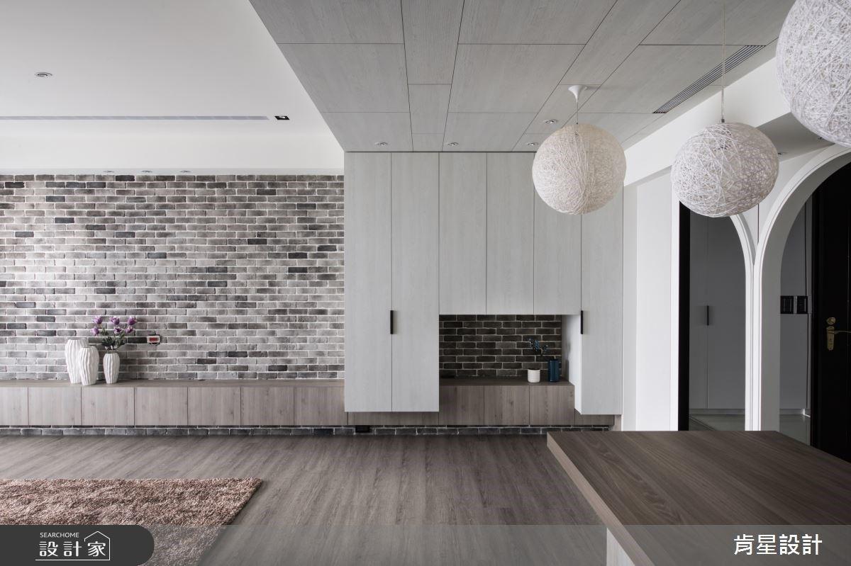 吧檯是家的烘焙教室!穿越圓拱門,迎接復古花磚與滿點收納的鄉村風親子宅