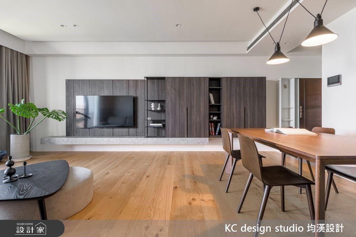 木系開放式餐廚 X 現代風輕隔間,好好規劃 22.5 坪也能住得下一家五口!