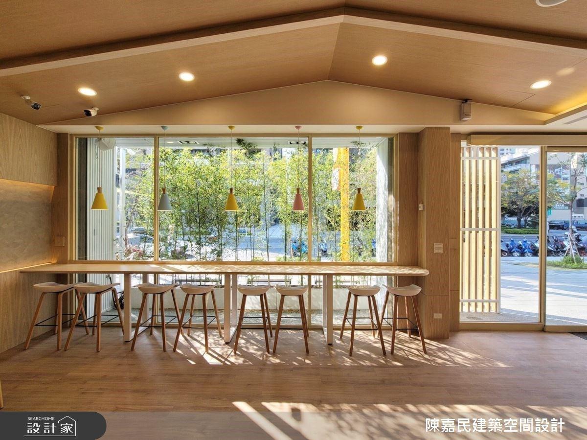 沒錯,是家的滋味!斜屋頂天花板、北歐風吊燈,打造日式無印風的親子友善空間