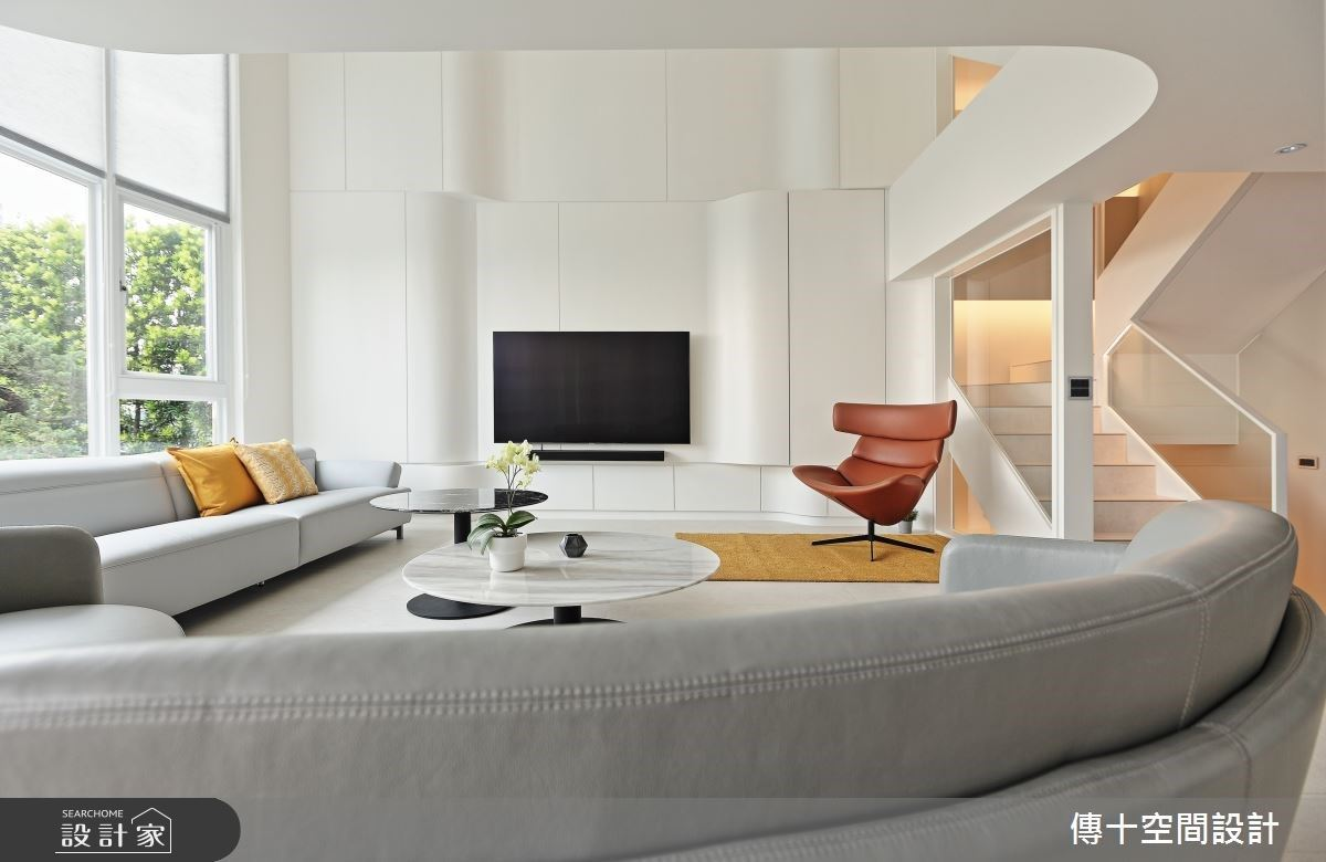 老屋翻新白色時尚透天度假宅!通透玻璃與弧形曲線 開創輕盈律動且滿載收納