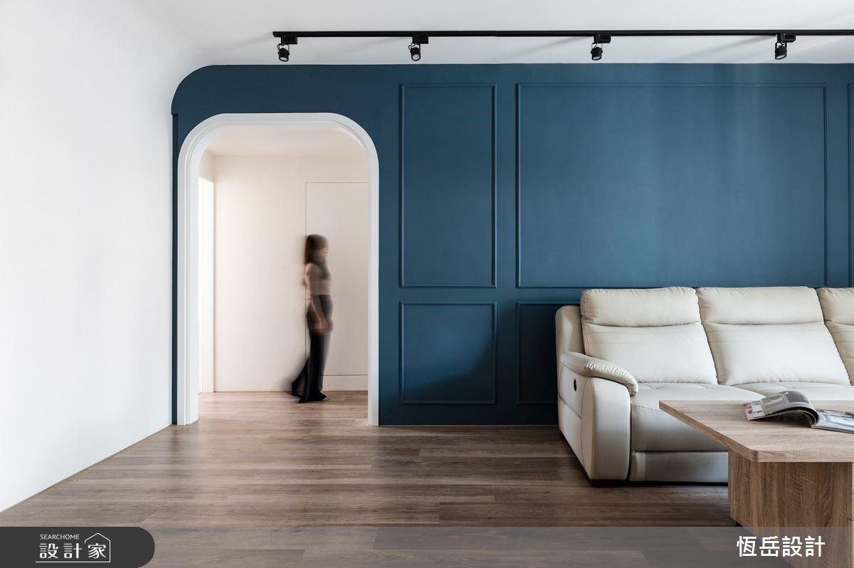 願輕工業與美式風格同在!橫越孔雀藍客廳、花磚廚房的混搭風老屋