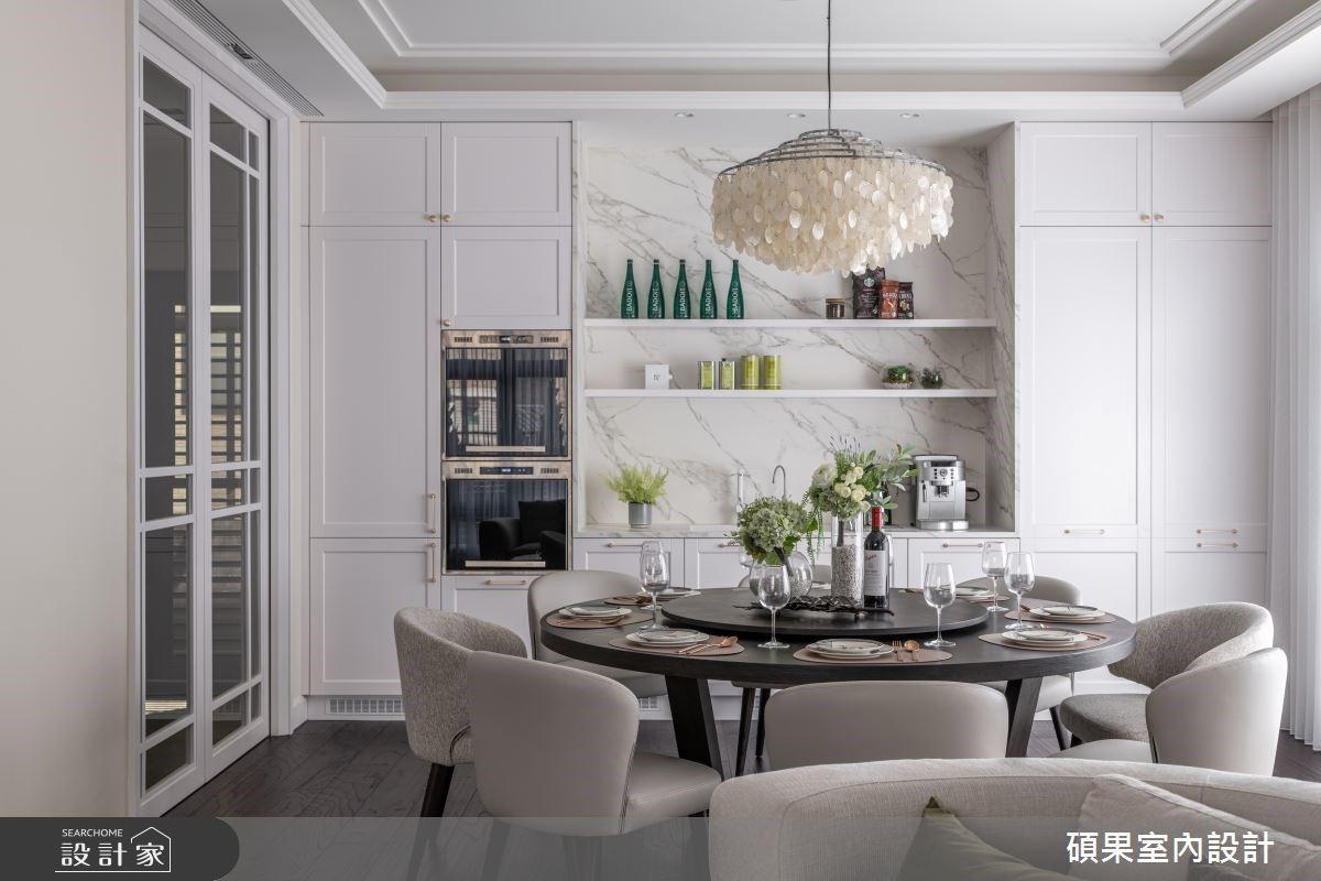 淺柔色系的減法美式風,串聯客廳、餐廳和廚房融合機能與設計美學