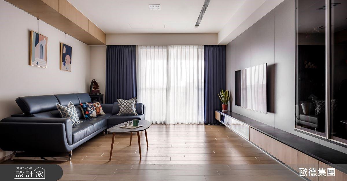 退休後,與我們同住吧!現代人文風宅邸,用 10 米長電視牆放大空間感