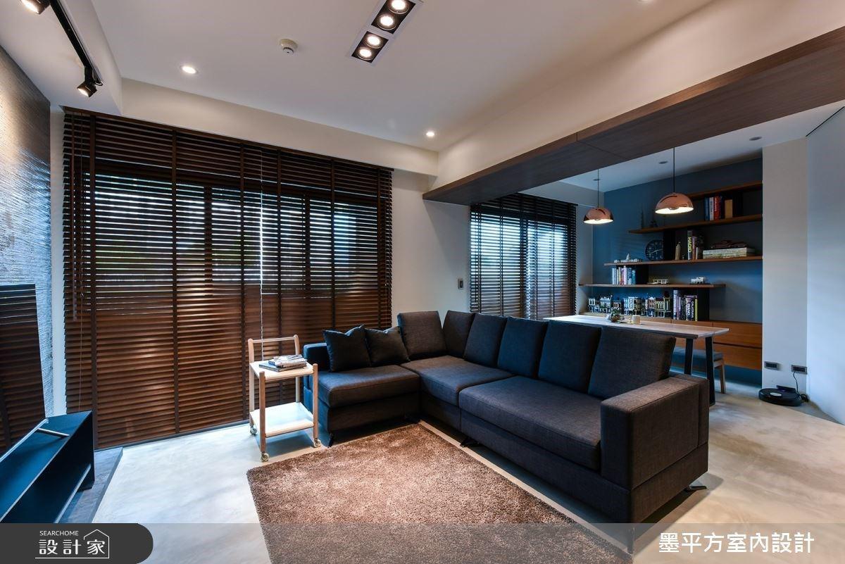 不到 17 坪的現代風單身宅,用樂土電視牆、輕食小酌吧台打造放鬆空間