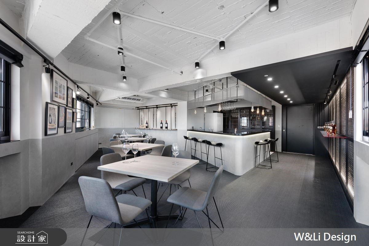 開創 40 年三角老屋新風貌!復古老磚與灰階設計混釀出新式品飲空間