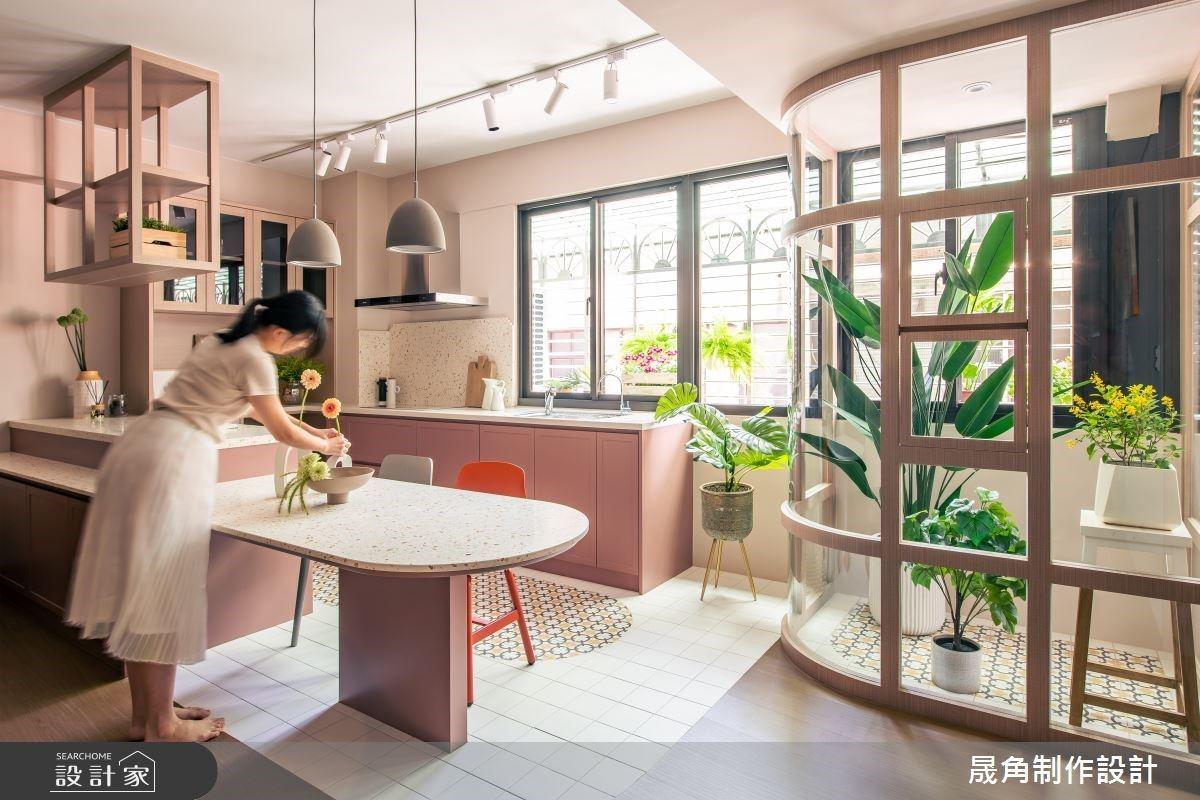 老屋化身陽光滿室北歐風!擁有開放中島廚房、小溫室不是夢