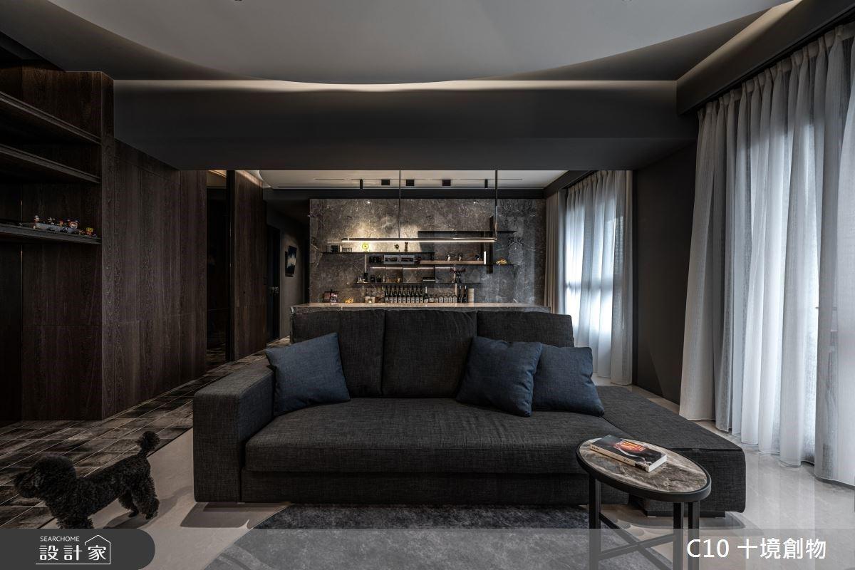 時尚深黑系的都會現代風!輕奢大客廳、吧台設計成就首席演奏家的質感日常