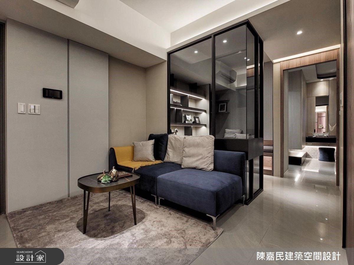 2+1 房聰明規劃!書房玻璃隔間放大客廳,18 坪預售屋住起來超寬敞