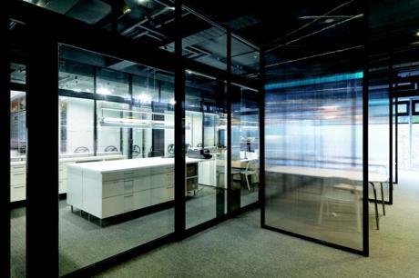 玻璃隔間能讓空間輕盈-清透感