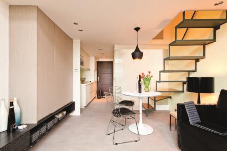【舒適小住宅】樓梯靠邊維持空間的完整性,15.5坪變得更舒適